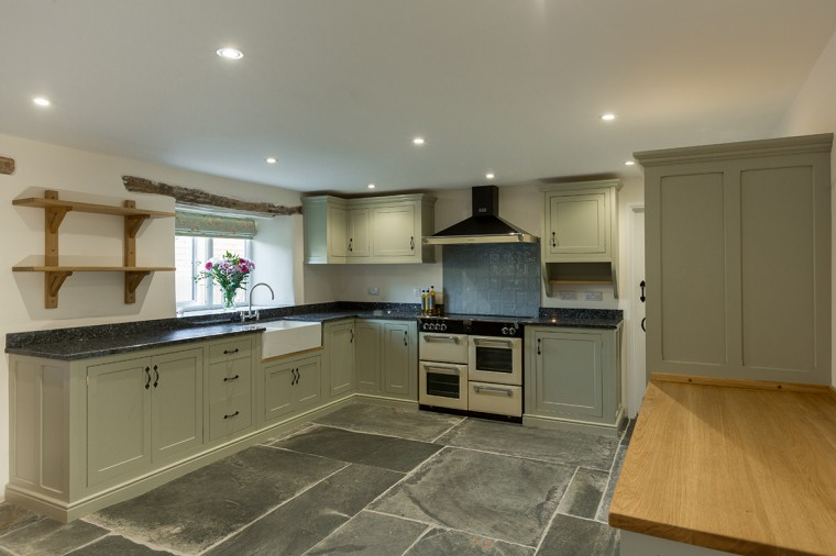 Painted-Kitchen.-Farrow-and-Ball-French-Gray.-Designed-for-Farm-house-near-Launceston-Cornwall