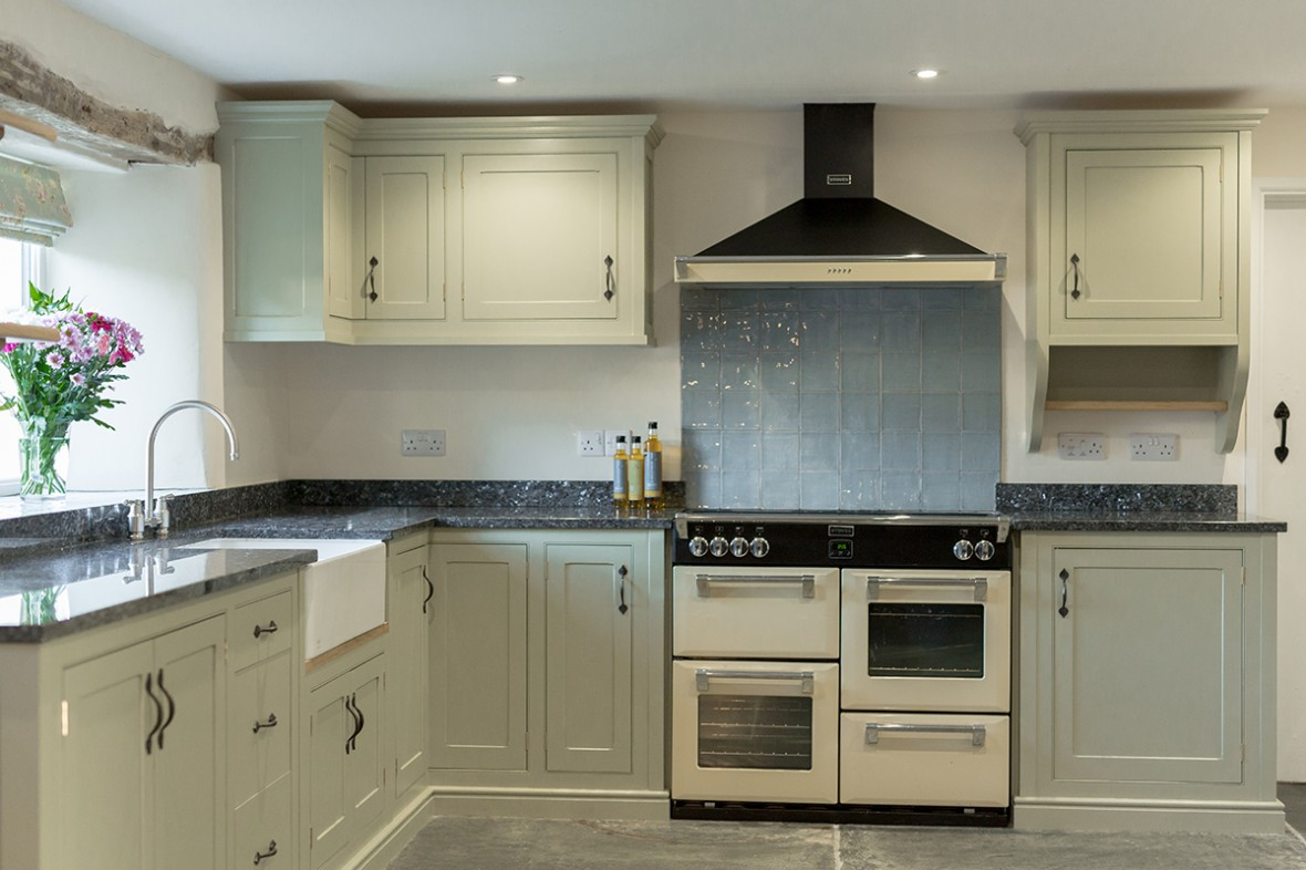 painted-kitchen-with-beading-detail-and-hand-forged-handle.-Granite-worktop-and-Belfast-sink.-Redruth-workshop-near-Truro