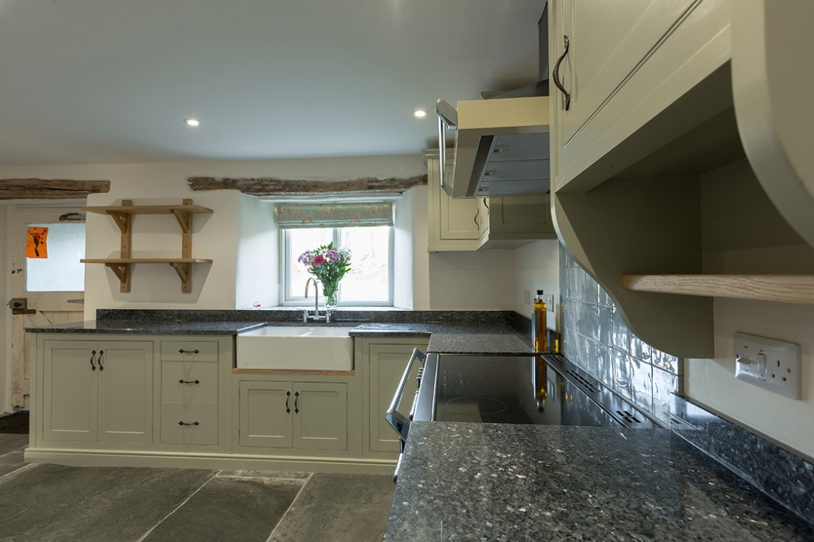 Beautiful-Hand-Crafted-Kitchen.-Cornwall-workshop.-Samuel-F-Walsh-Furniture