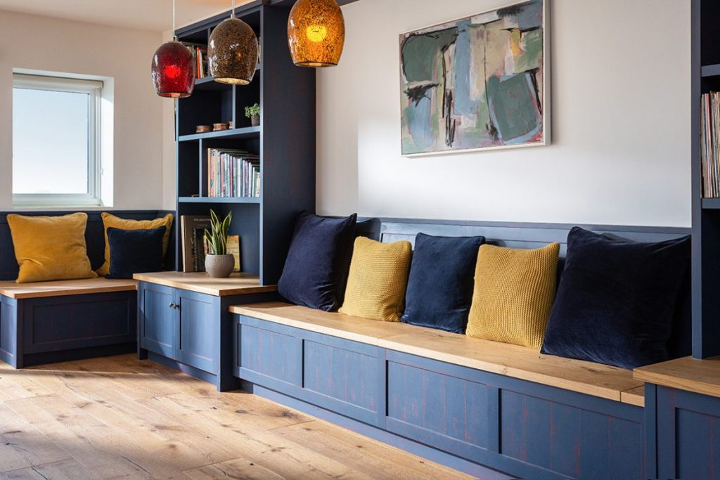 Fitted-bench-storage-shelving-dining-room-kitchen-handpainted-Samuel-F-Walsh-furniture-Cornwall-1180x787